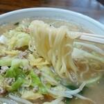 新華苑 - 料理写真:定番メニューとは少し違う味噌ラーメン。