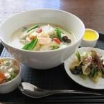 チャイニーズ ダイニング ラリアン - 海鮮豆乳生姜煮込み麺