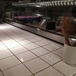 イヌピーピー カレー - 白いタイルのカウンター