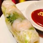 KHANHのベトナムキッチンNAMBA 999 - ピーナッツベースのソース!