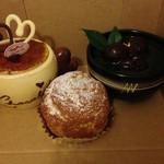 カルネドール - (左から)サンマルク(380円)クッキーシュー(123円)お抹茶(420円)