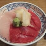磯丸水産 - マグロ2色丼