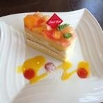 プティ ドール - 料理写真:桃のショートケーキ