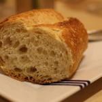シェ・ヒャクタケ - パン。 ものすごい量のバターも出してくれました