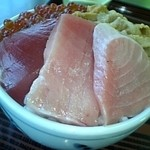 かもめ食堂 - 雲丹、いくら、マグロの三色丼