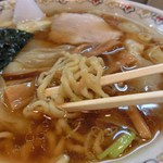 春木屋 - 麺アップ