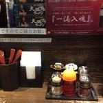 金久右衛門 - カウンター席(持ち帰りラーメン販売)