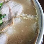 ラーメン げんこつ家 - 茶色っぽいスープ