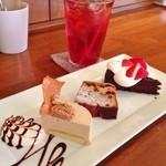 ニロ カフェ - NIROのおまかせケーキセット(マロンムース、キャラメルフルーツミンスケーキ、ガトーショコラ)