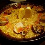 Tapas&Nueva Cocina TRES - アサリのパエリア