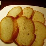 Tapas&Nueva Cocina TRES - ガーリックオイル煮のバケット付き