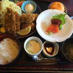 味の民芸 瀬戸 - アジ、カキ定食1,600円(税別)