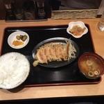 浜太郎 - 餃子定食(赤):個
