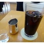 キハチカフェ - ドリンクは数種類から選べましたので「アイスコーヒー」を。 程よい苦みで美味しいですよ。