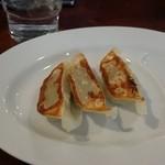 麺処 田ぶし - 麦飯半チャーハン餃子セットの餃子