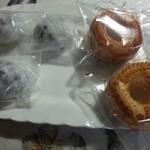 松月堂 わびすけ - 料理写真:初代の豆大福と3代目の生ドーナツ