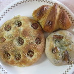 パラオア - ローズマリーとチョリソーのフォカッチャ、イチジクとブルーチーズのガレット、クロワッサン