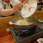 鳥料理 有明 - 残ったスープにラーメンを投入