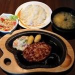 びっくりドンキー - レギュラーバーグステーキセット(775円)