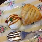 チェルシーガーデン - アップルパイ、アイス添え