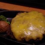 35030487 - 黒毛和牛チーズハンバーグ定食(2014.11)
