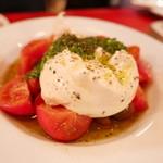 35044138 - モッツァレラとトマトのサラダ。