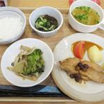 福岡薬院タニタ食堂 - 日替わり定食780円。