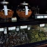 菊見せんべい総本店 - 商品ケース 2