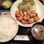 ふるーる - チキン焼き肉定食ガーリック味
