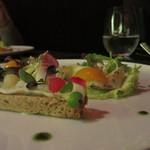 35084350 - ツブ貝の炙りと金柑のコンポート                        ジャスミンティーのジュレと湯葉のブランダード仕立て