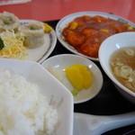 中華料理 萬来軒 - エビチリ定食(¥1134税込み)