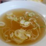中華料理 萬来軒 - たっぷりスープ