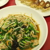 南国 - 料理写真:ブタニラ700円、餃子300円