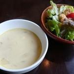 洋食屋チーフ - スパイシーハンバーグカレー+チーズ(960円) サラダ&スープ
