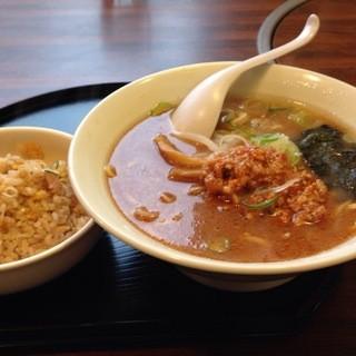 イーアンドエム - 料理写真:タンタン麺ミニチャーハンセット700円