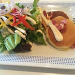 ブルーフラットカフェ - サラダ&パンケーキ