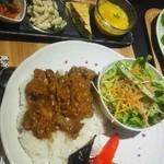 焼肉 近江 - すじ肉カレーセット880円