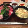 玉乃光酒蔵 - 料理写真:鉄火丼、豚汁セット(930円)