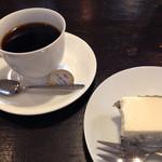 Cafeここたの - ホワイトチョコレアチーズケーキとブレンド