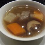 チャイナシャドー - 根菜類の滋養蒸しスープ