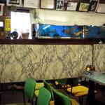 立田野食堂 - 店内はこんな感じですが、一種怪しげというか猥雑な感じもいたします