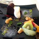 ヴェント モデルノ メインダイニング - ドルチェ ショコラケーキとフルーツ