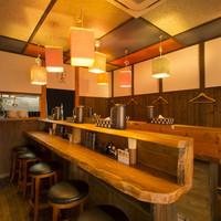 麺志 - 沖縄の古民家をイメージした内装と音楽が、心地良い空間です