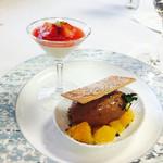35237004 - 2015.2 霧笛楼自慢のグラスショコラ 柑橘類とその優しいゼリーとのコントラスト                       苺とそのソース フロマージュのなめらかムースをカクテルグラスに詰めて
