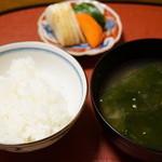 千松しま - ご飯、若布の味噌汁、香の物(2015/01)