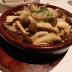 小皿イタリアン バロンドール - エビとキノコのアヒージョ(700円)(2014/8)