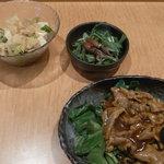 風花 - 日替わりランチ(サラダと小鉢とメイン)、中華粥があとできまつ