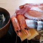お食事酒処和 - メガ海鮮丼