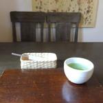 蕎茶寮 いけ野 - 食台とお茶
