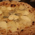 ナポリピッツァ Pizzeria la Rossa - クアトロ フォルマッジ